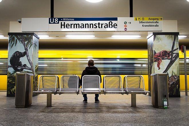 Estação em Berlim anuncia música de indução de ansiedade para conter crimes