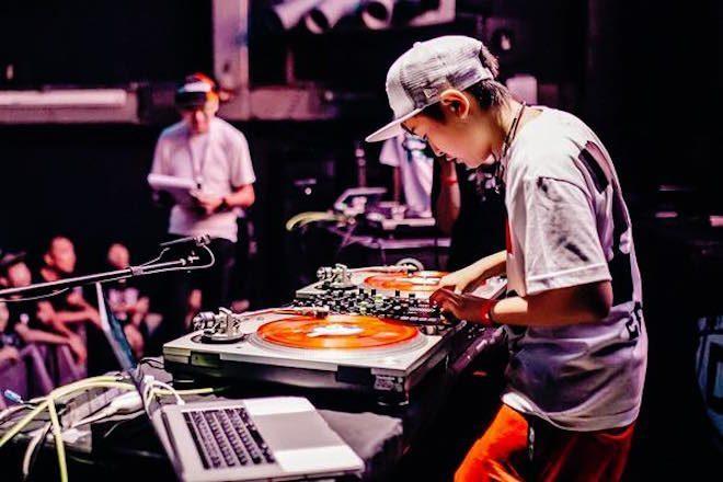 DJ de 12 anos quebra recorde e vence campeonato mundial DMC