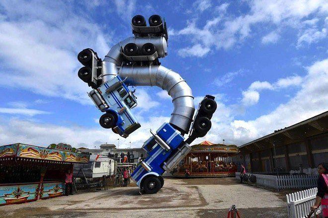 Fatboy Slim faz show no Parque Dismaland de Banksy