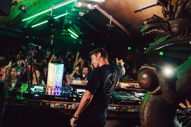 DJ brasileiro realiza o sonho de tocar no Warung Beach Club e relembra noite histórica