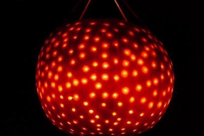 Como fazer um globo de discoteca para sua festa de Halloween