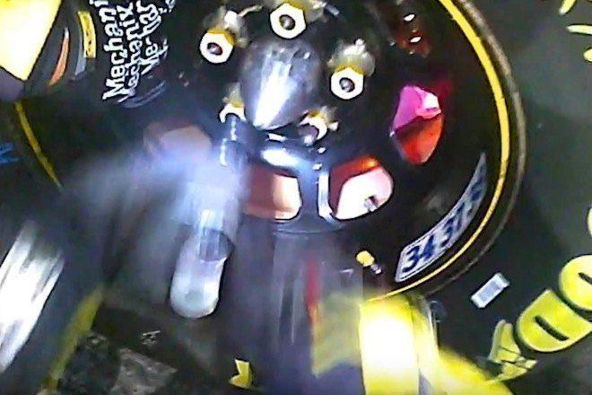Veja a rapidez da troca de pneus de uma corrida Nascar