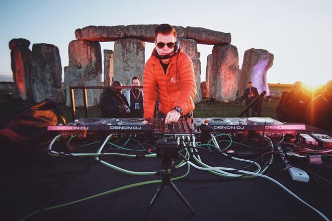 Paul Oakenfold se torna primeiro DJ a tocar em Stonehenge