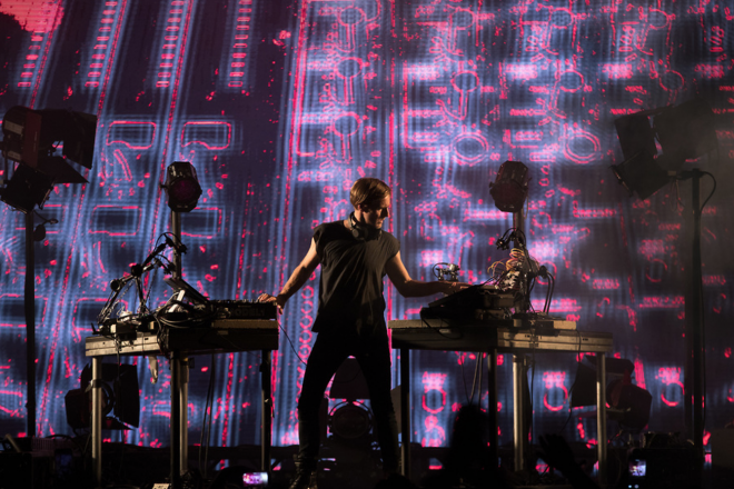 Assista a estreia do novo show audiovisual de Richie Hawtin no Coachella