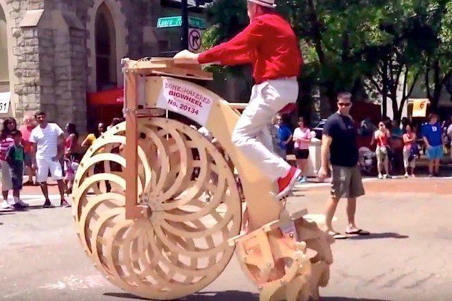 Dá uma olhada nessa bicicleta de madeira