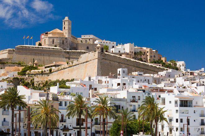 Hotéis 'All Inclusive' em Ibiza devem começar a cobrar pelas bebidas em breve