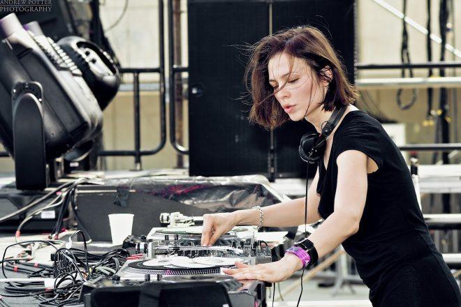 Assista Nina Kraviz no Mixmag Live