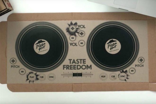 Pizza Hut Lança Caixa Que Funciona Como 'DJ Decks'