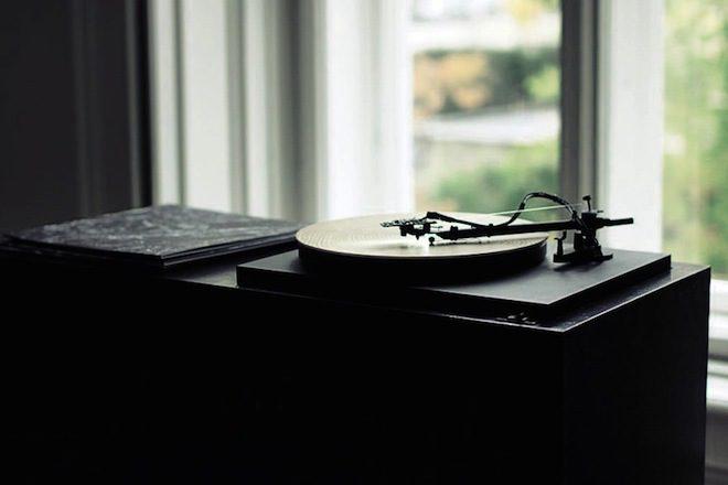 O toca discos que transforma sulcos de árvores em música deslumbrante