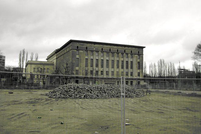Veja 9 fotos do club techno alemão Berghain