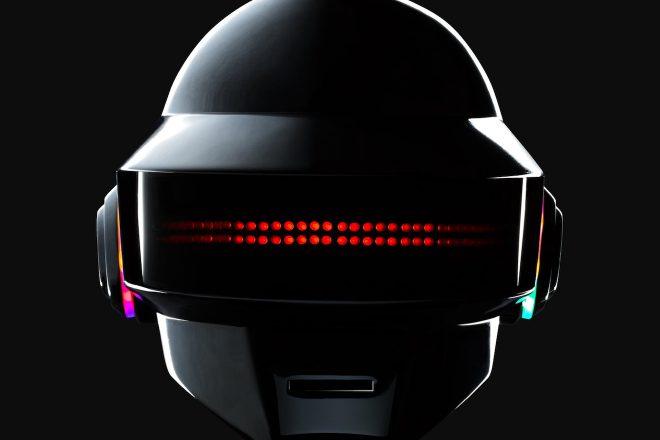 Aprenda a fazer seu próprio capacete de Daft Punk