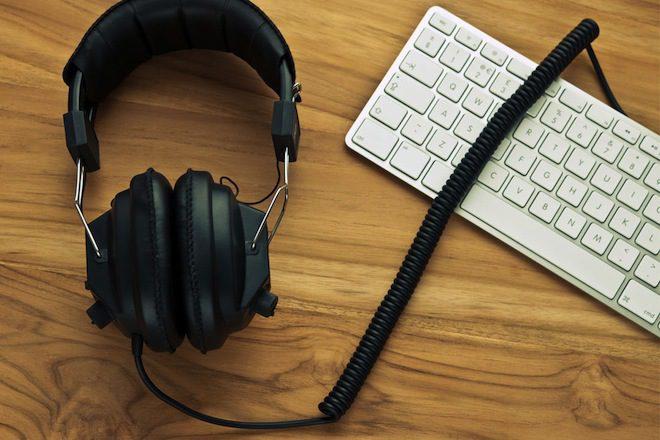 As vantagens e desvantagens de ouvir música no trabalho